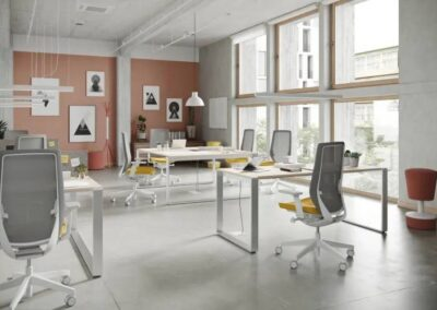 fotele obrotowe accis pro w przestrzeni biurowej