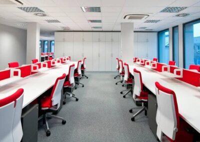 fotele obrotowe belite w biurowej przestrzeni