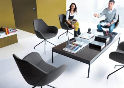 biurowa aranżacja soft seatingu fan
