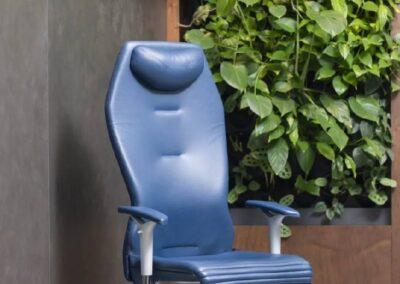 niebieski fotel biurowy galileo