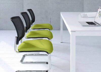zielone krzesła konferencyjne