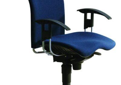 niebieskie krzesło biurowe reality