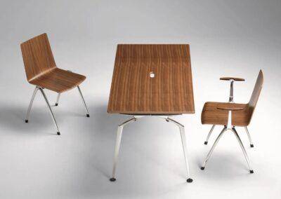 modernistyczne krzesła ze stołem