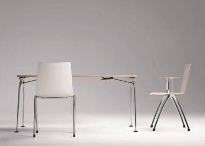 krzesła i stół ze składanym stelażem