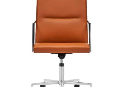 brązowy elegancki fotel