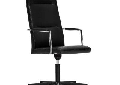 czarny fotel obrotowy