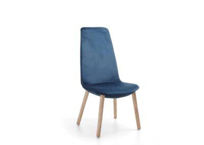 krzesło z wysokim oparciem