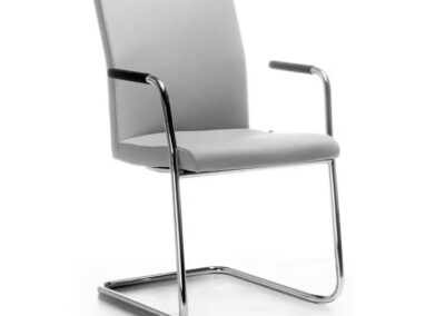 komfortowe krzesła konferencyjne