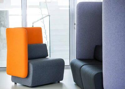 fotele i sofy z wysokimi oparciami