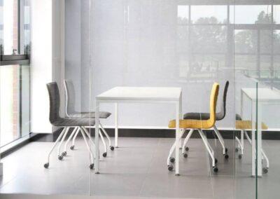 wygodne krzesła na kółkach