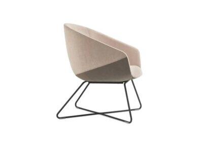 minimalistyczny fotel konferecyjny
