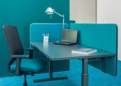 panele akustyczne przy biurku