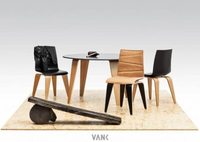 nowoczesna aranżacja z krzesłami pigi