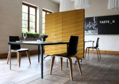 profilowane krzesła kawiarniane