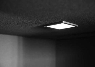 światło w budce akustycznej