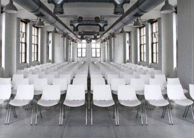krzesła konferencyjne o ciekawym kształcie