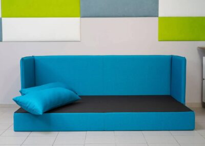 opcja rozłożenia kanapy do spania