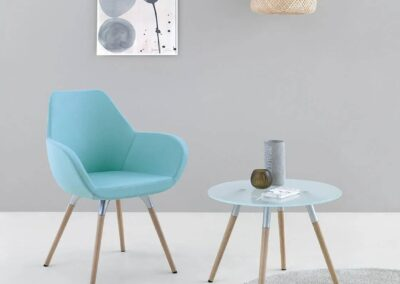 niebieskie pastelowe krzesło
