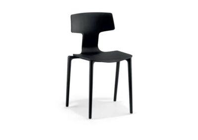 czarne krzesło codziennego użytku