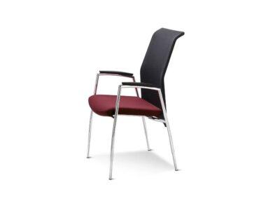 krzesło z wyprofilowanym oparciem