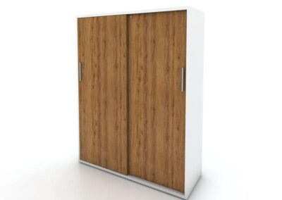 Wysoka szafa z drzwiami przesuwnymi