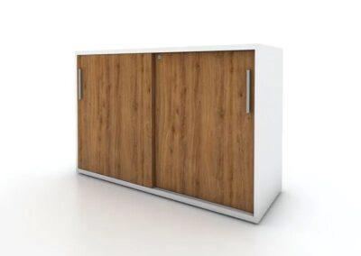 niska szafa z drzwiami przesuwnymi