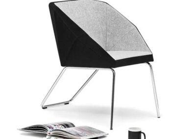 krzesło o geometrycznym designie