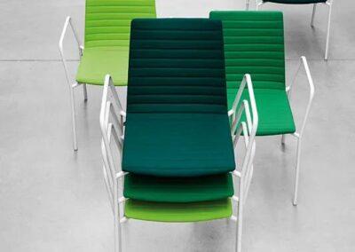 krzesła w odcieniach zielonego