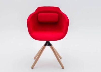 czerwone krzesło biurowe