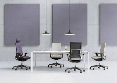 fotele violle w sali konfernecyjnej