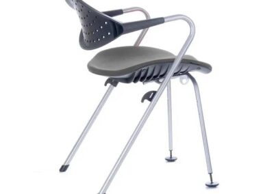 krzesło z profilowanym siedziskiem