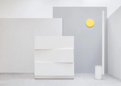 minimalistyczna lada recepcyjna zen