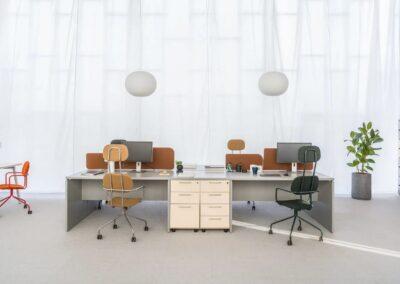pracownicze biurko w biurze Ogi V