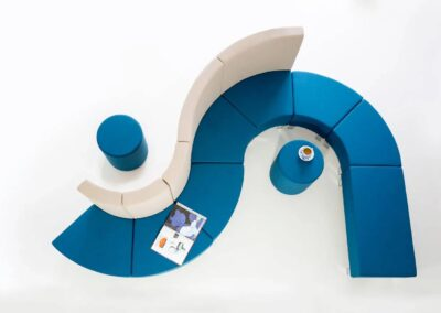 soft seating z pufami