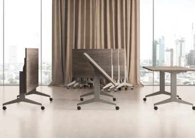 funkcjonalny stół konferencyjny ze składanym blatem
