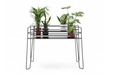 minimalistyczny stolik u_floe step over ze stojakiem