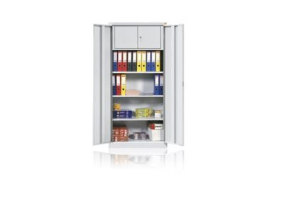wnętrze szafy z szafką zamykaną